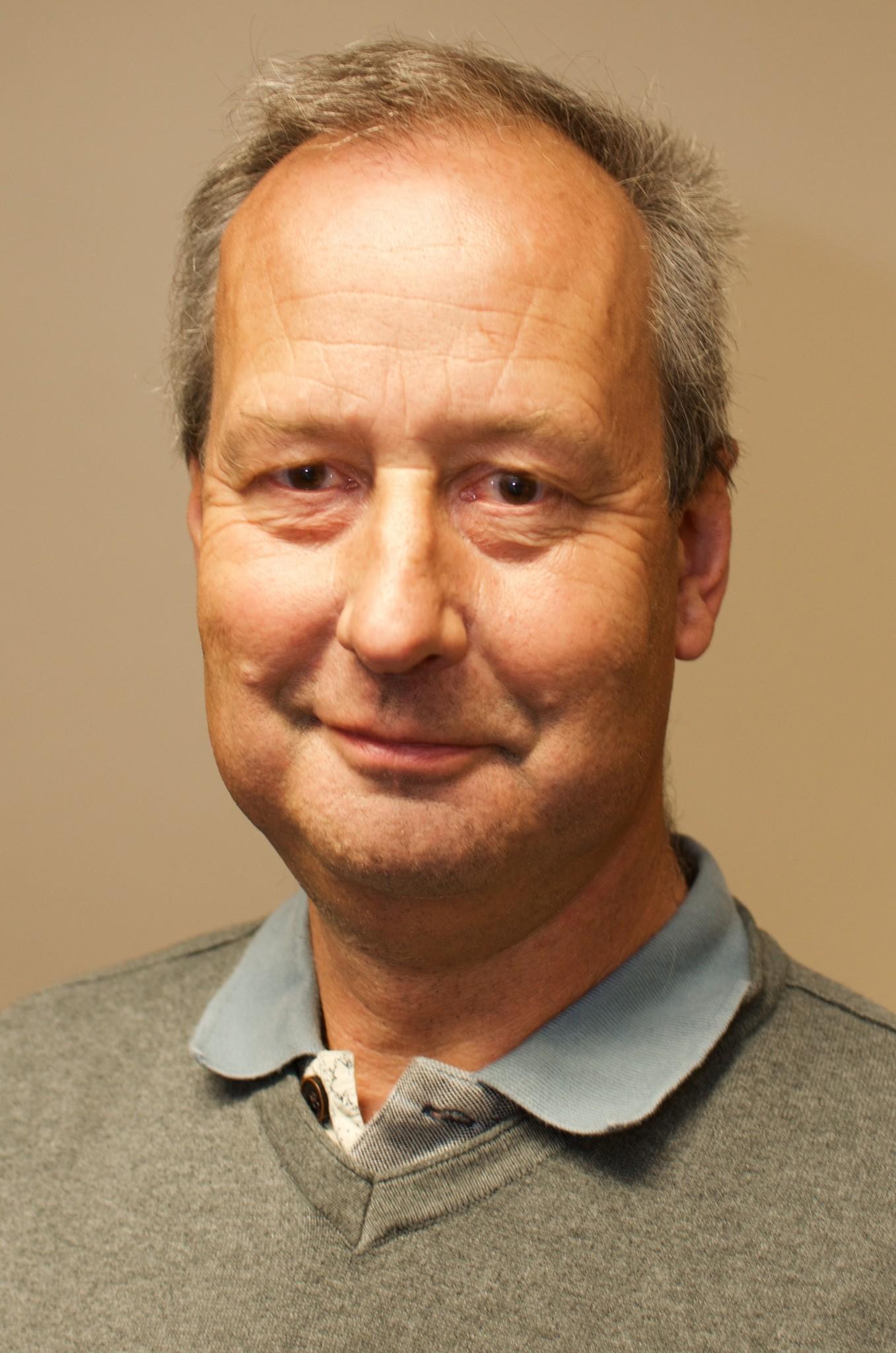 Tim Dixon :